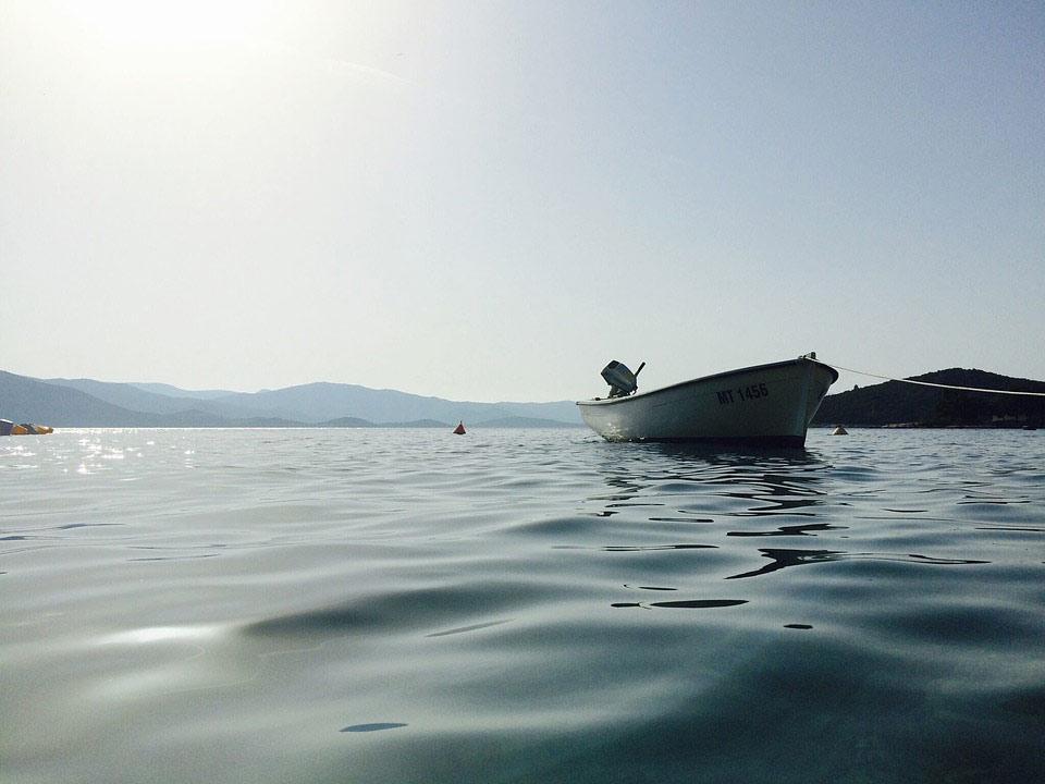 Louez un bateau à moteur pour des vacances en mer passionnantes